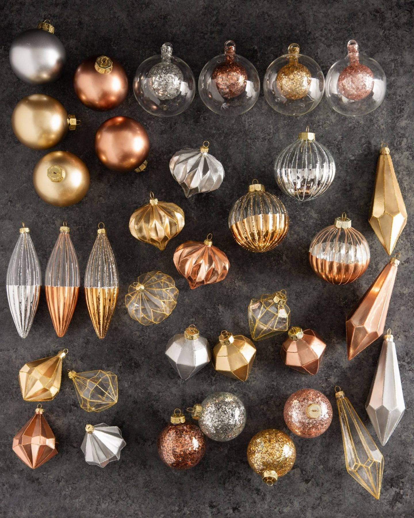 10 MINIMALIST CHRISTMAS DECOR IDEAS featured by top US life and style blog, Just Add Glam.